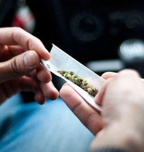 Hacemos un porro para fumar marihuana